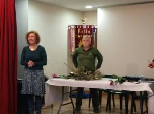 Presentación del taller por parte de la maestra de ikebana Julia Lorenzo y colaboradores